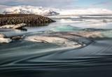 IJs is onderweg naar de zee door de Jökulsá á Breiðamerkursandur