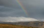 Regenboog boven reynishverfi