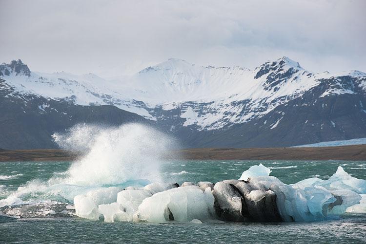 Ook in het ijsbergen meer gaat het tekeer