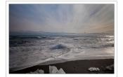 Uitzicht aan het zwarte strand van IJsland