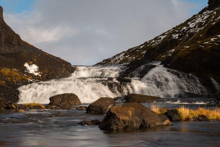 Een watervalletje vlak voordat Glymur